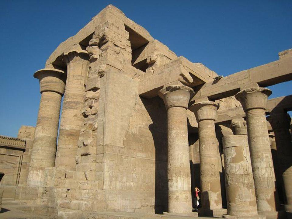 Kôm Ombo è una piccola cittadina dell'Egitto posta sulla riva occidentale del Nilo. Si trova a circa quaranta km a nord di Assuan, nei pressi di una v
