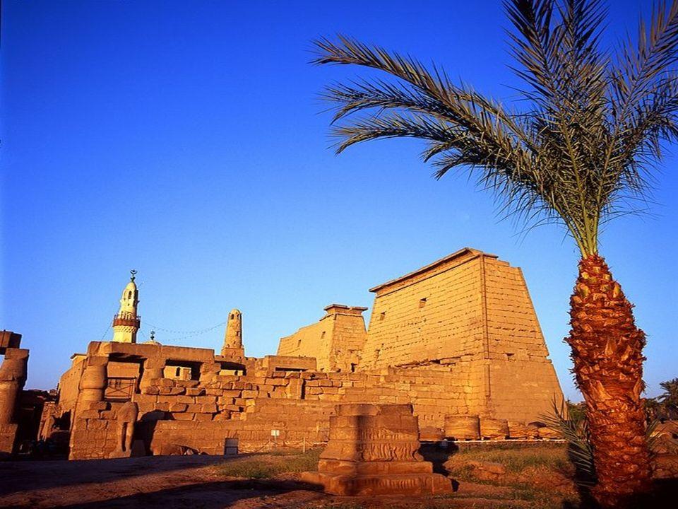 el-Karnak è un piccolo villaggio situato sulle sponde del Nilo a circa 2,5 km a nord di Luxor. I templi egizi sono la principale attrazione di el-Karn