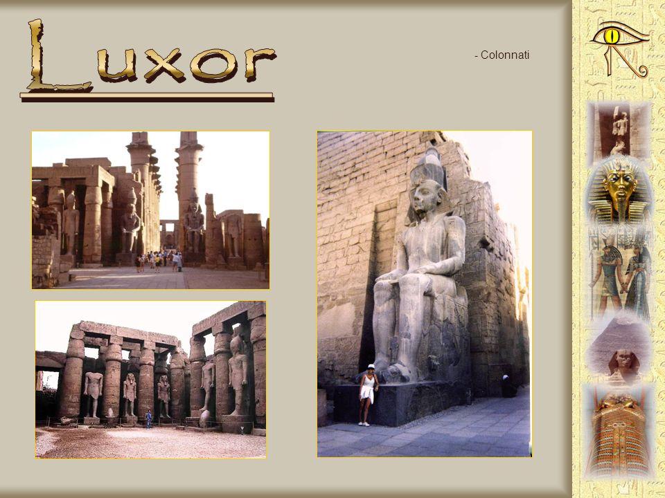 - Tempio di Luxor - La statua di Ramsete II - Testa di Ramsete II