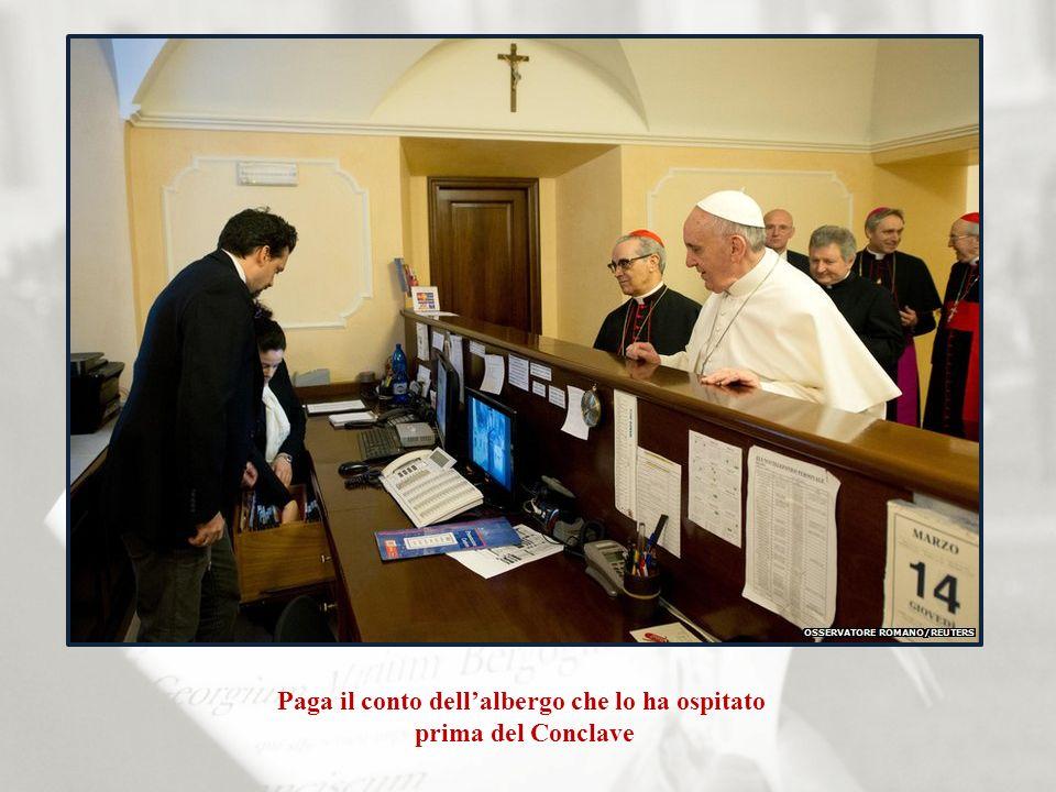 Paga il conto dellalbergo che lo ha ospitato prima del Conclave