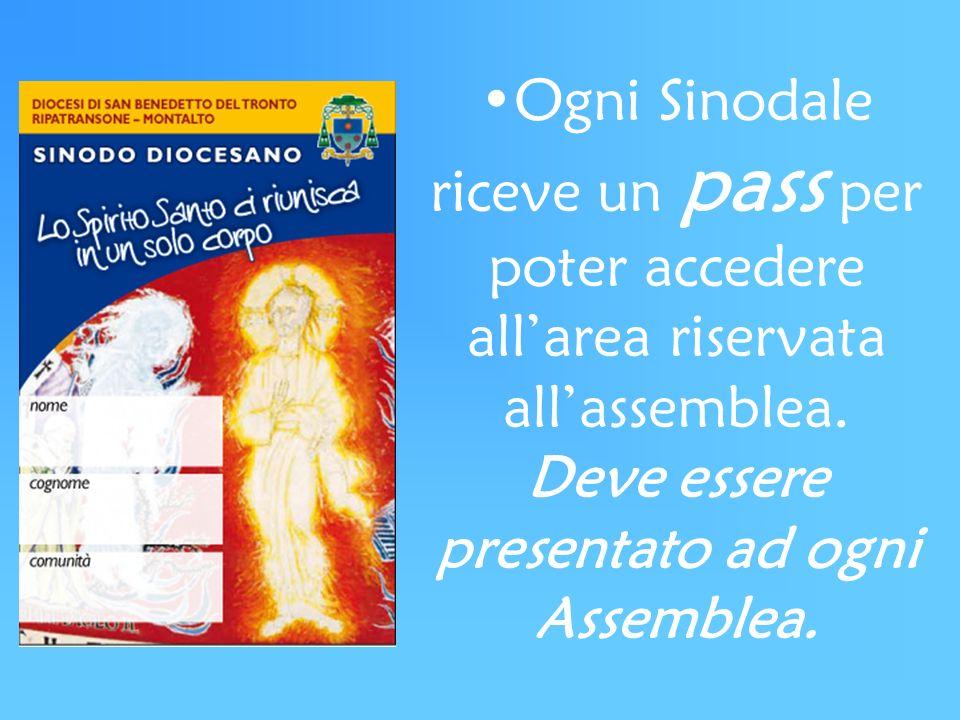 Ogni Sinodale riceve un pass per poter accedere allarea riservata allassemblea. Deve essere presentato ad ogni Assemblea.