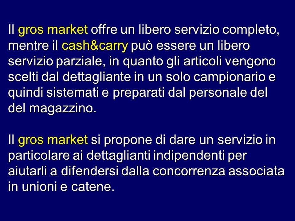 Il gros market offre un libero servizio completo, mentre il cash&carry può essere un libero servizio parziale, in quanto gli articoli vengono scelti dal dettagliante in un solo campionario e quindi sistemati e preparati dal personale del del magazzino.