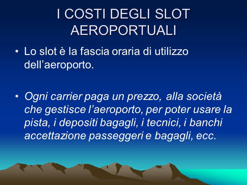 I COSTI DEGLI AEROPORTI Gli aeroporti sono anchessi delle IMPRESE, pubbliche o private Poiché hanno dei costi, devono avere degli utili Fanno pagare per luso degli spazi (affitto) e dei servizi (HANDLING), ai carrier e a qualunque altra società (es.