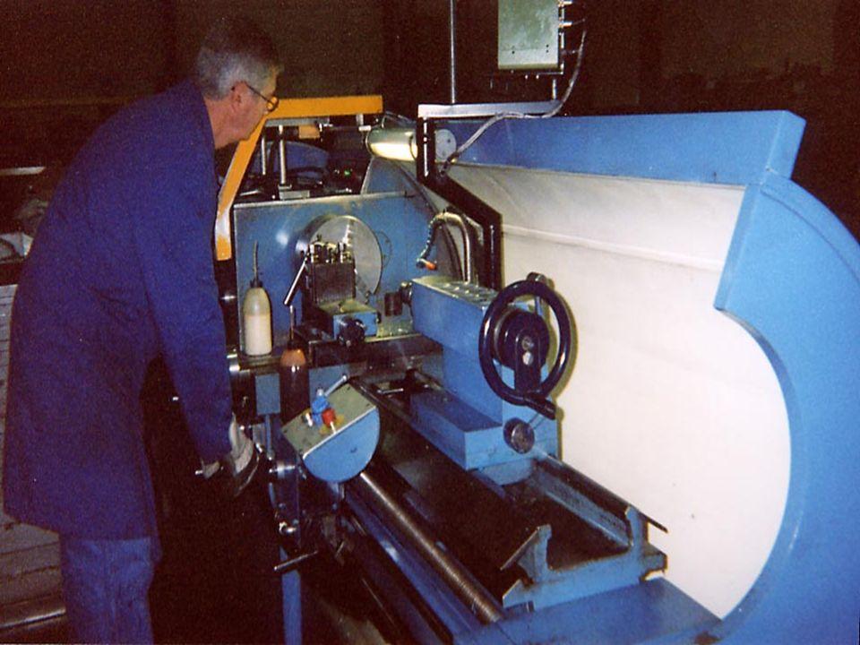 LA GAMMA DI PRODUZIONE ATTUALE RADIALI – Macchine manuali per segare il legno.