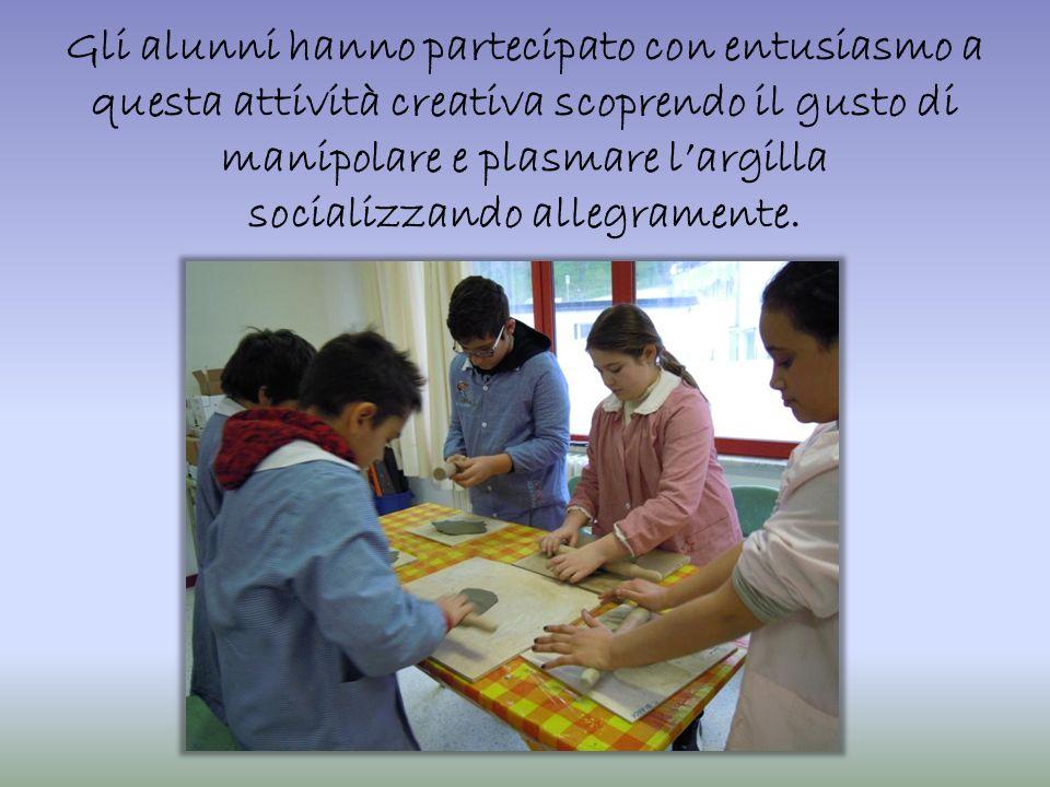 Gli oggetti lavorati dai piccoli artigiani sono stati il prodotto del laboratorio reso possibile grazie allutilizzo di un forno, acquistato con il ricavato dei mercatini natalizi degli anni precedenti.