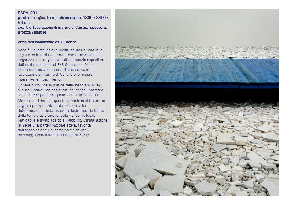 RADA, 2011 pontile in legno, ferro, tubi innocenti, 1800 x 3400 x 50 cm scarti di lavorazione di marmo di Carrara, spessore: altezza variabile vista d