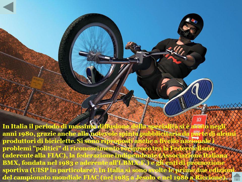Una gara di BMX Le biciclette per BMX sono monomarcia, piuttosto piccole e leggere, ma solide, con ruote dal diametro di 20 pollici. Il tracciato di g