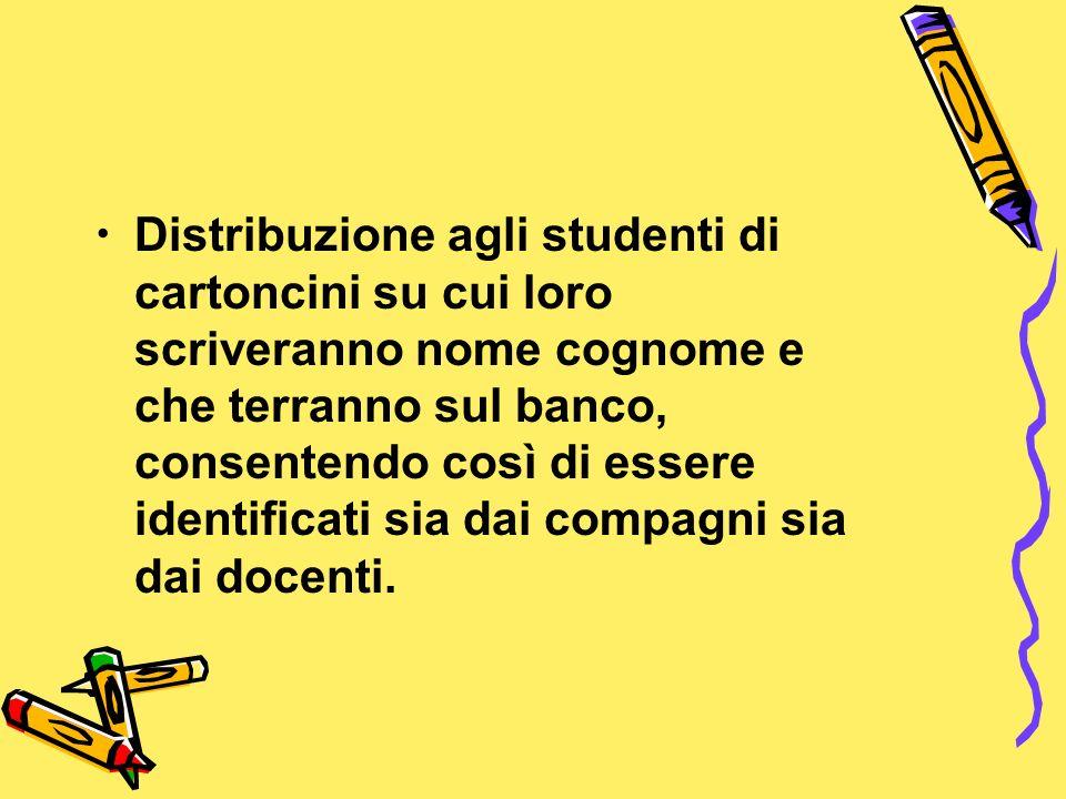 Distribuzione agli studenti di cartoncini su cui loro scriveranno nome cognome e che terranno sul banco, consentendo così di essere identificati sia dai compagni sia dai docenti.
