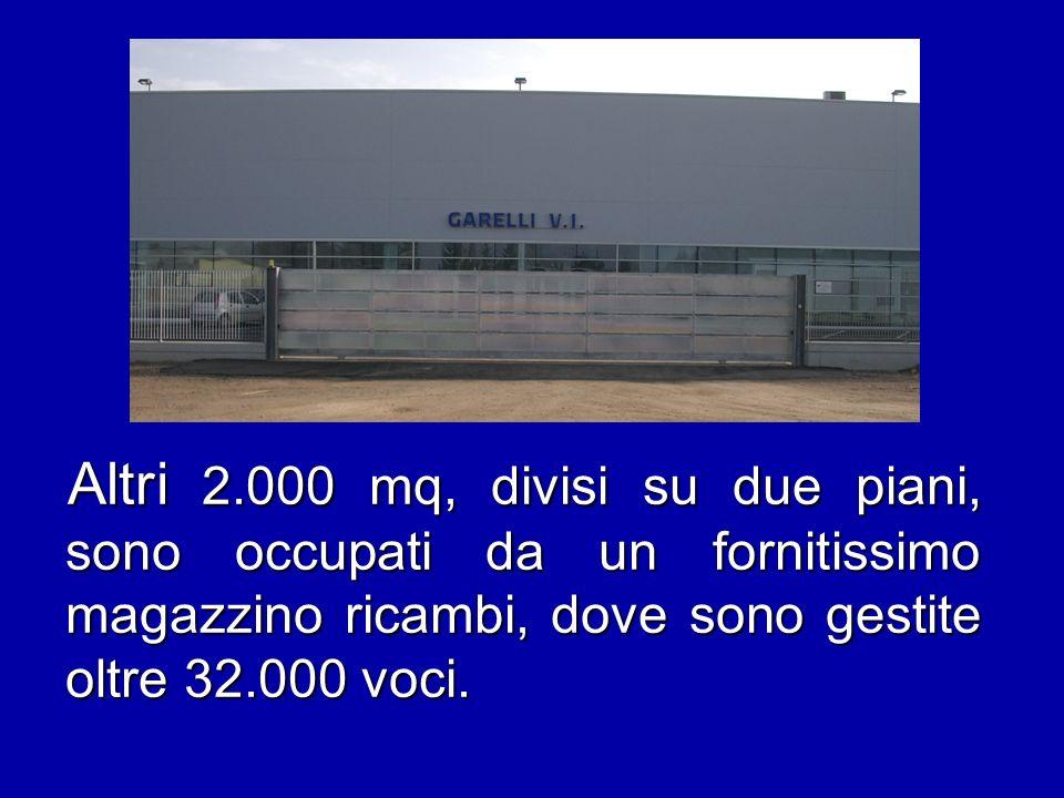 La grande officina interna alla concessionaria occupa 7.000 mq per 50 postazioni di lavoro.