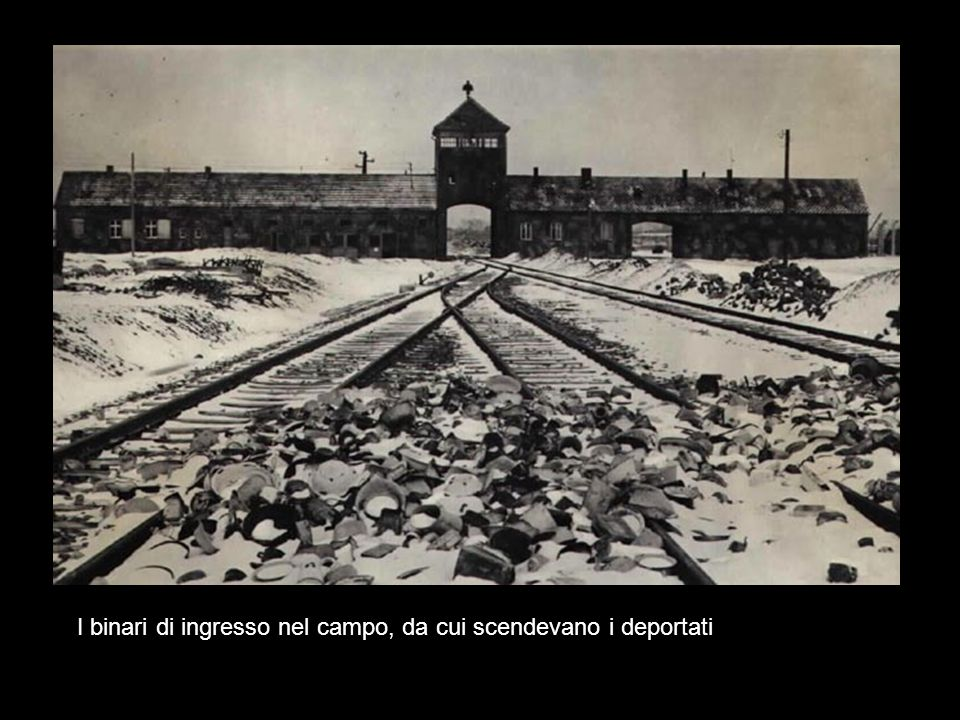 I binari di ingresso nel campo, da cui scendevano i deportati