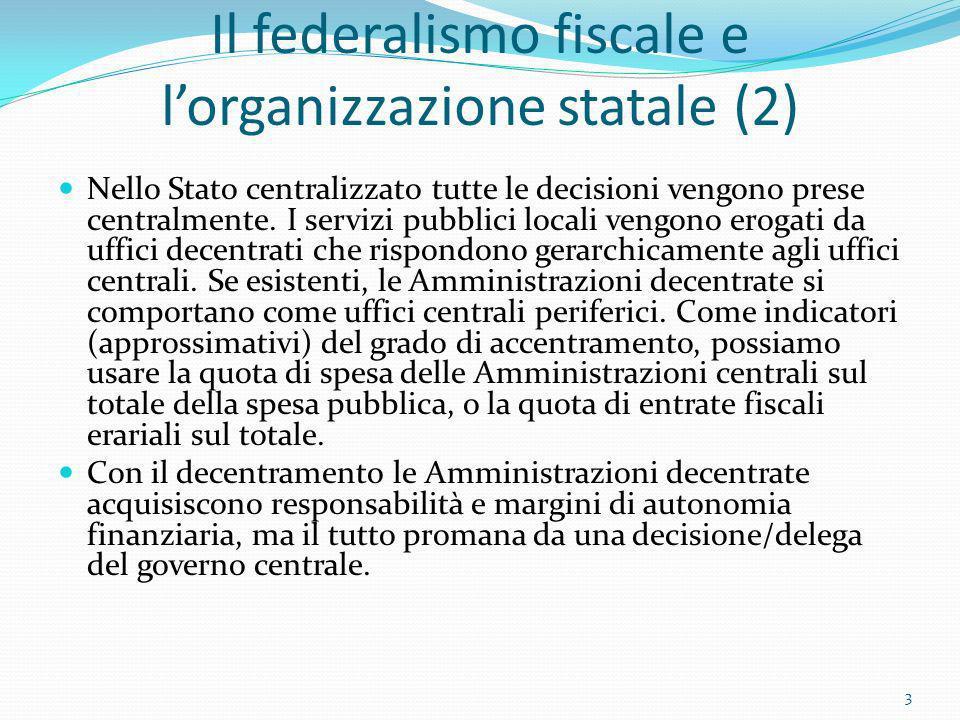 Il federalismo fiscale e lorganizzazione statale (2) Nello Stato centralizzato tutte le decisioni vengono prese centralmente. I servizi pubblici local