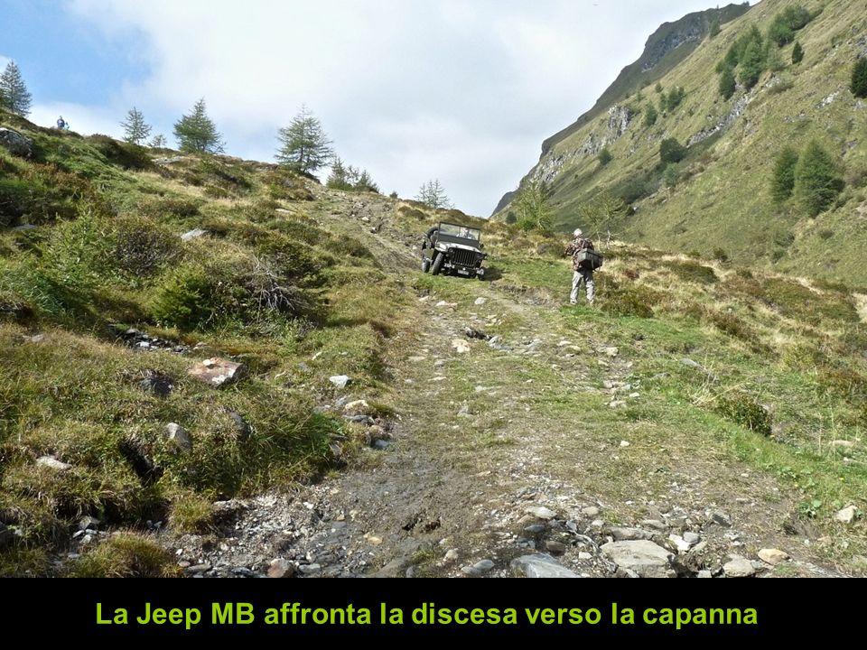 La Jeep MB affronta la discesa verso la capanna