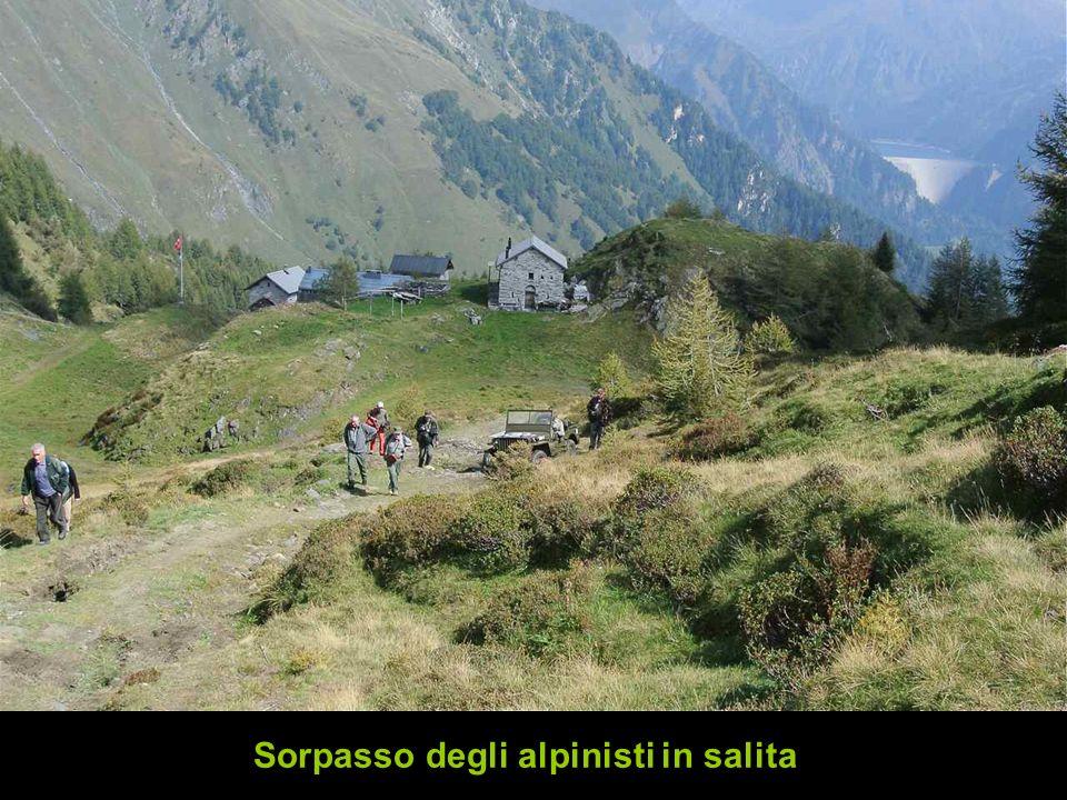 Sorpasso degli alpinisti in salita
