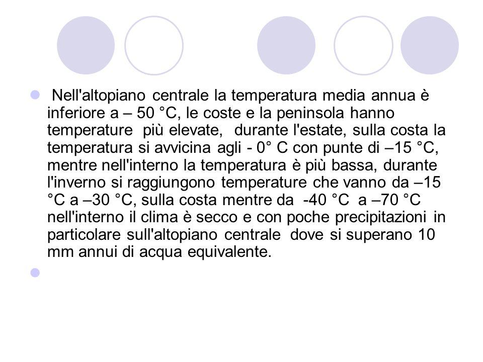 Nell altopiano centrale la temperatura media annua è inferiore a – 50 °C, le coste e la peninsola hanno temperature più elevate, durante l estate, sulla costa la temperatura si avvicina agli - 0° C con punte di –15 °C, mentre nell interno la temperatura è più bassa, durante l inverno si raggiungono temperature che vanno da –15 °C a –30 °C, sulla costa mentre da -40 °C a –70 °C nell interno il clima è secco e con poche precipitazioni in particolare sull altopiano centrale dove si superano 10 mm annui di acqua equivalente.