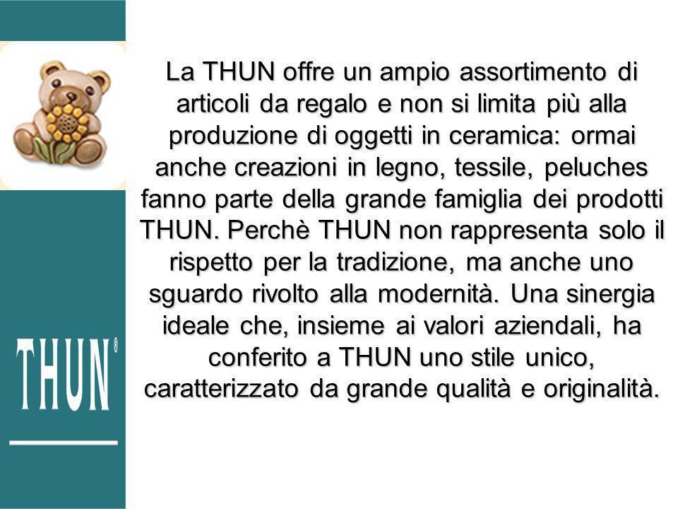 La THUN offre un ampio assortimento di articoli da regalo e non si limita più alla produzione di oggetti in ceramica: ormai anche creazioni in legno, tessile, peluches fanno parte della grande famiglia dei prodotti THUN.