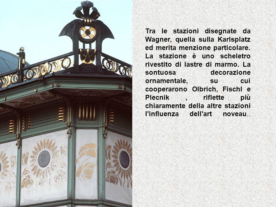 Tra le stazioni disegnate da Wagner, quella sulla Karlsplatz ed merita menzione particolare. La stazione è uno scheletro rivestito di lastre di marmo.