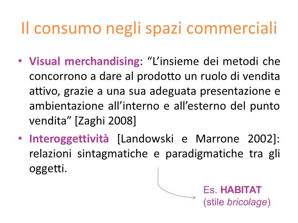 Il consumo negli spazi commerciali Visual merchandising: Linsieme dei metodi che concorrono a dare al prodotto un ruolo di vendita attivo, grazie a un