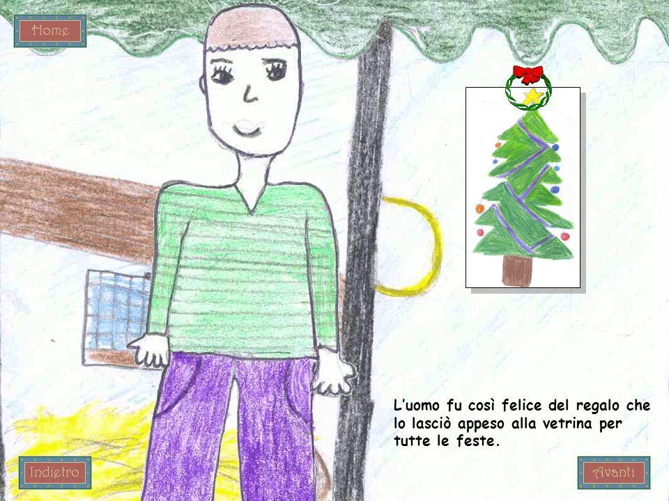 Luomo fu così felice del regalo che lo lasciò appeso alla vetrina per tutte le feste.