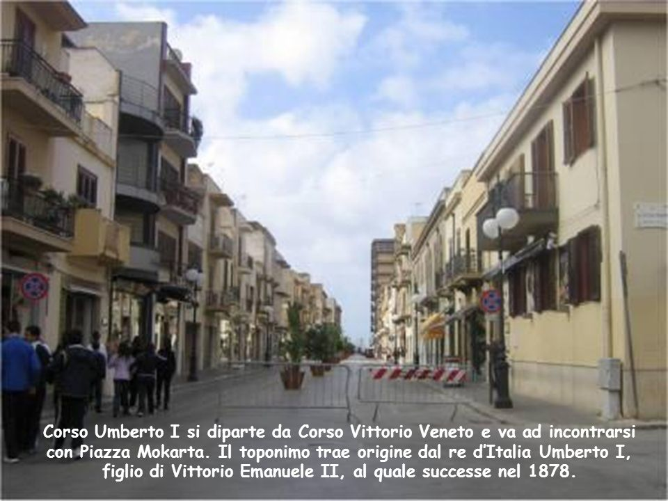 Nel punto di incrocio tra la Via Porta Palermo e la Via Roma si affaccia la chiesa della Madonna della Porta. I Mazaresi amano ancora denominare il co