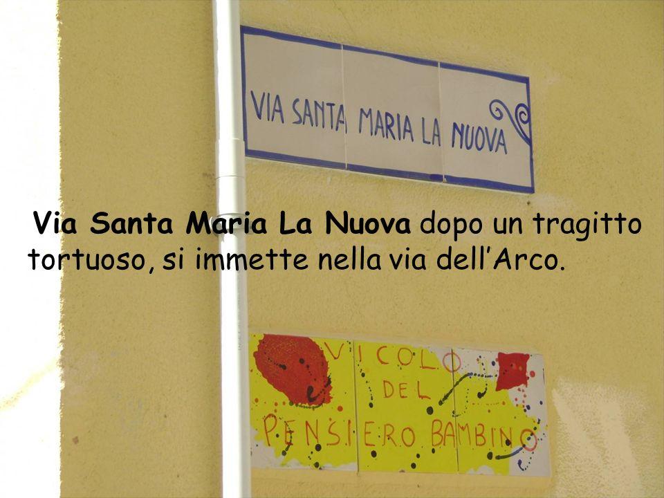 In Via Itria cera la chiesa Santa Maria dellItria allangolo con la via Garibaldi dove adesso sorge un negozio di tessiture.