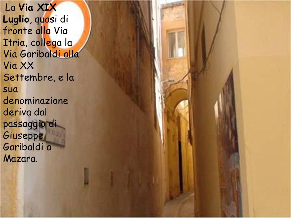 La Via Garibaldi ha assunto tale denominazione a memoria del soggiorno in città delleroe dei due mondi, ospite il 20 e il 21 luglio 1862 nellabitazion