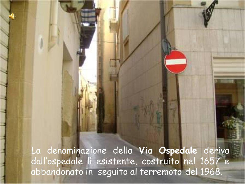 La Via San Bartolomeo conduce alla Piazza San Bartolomeo. Il toponimo trae origine dalla presenza della omonima chiesa nella quale si riunivano gli ad