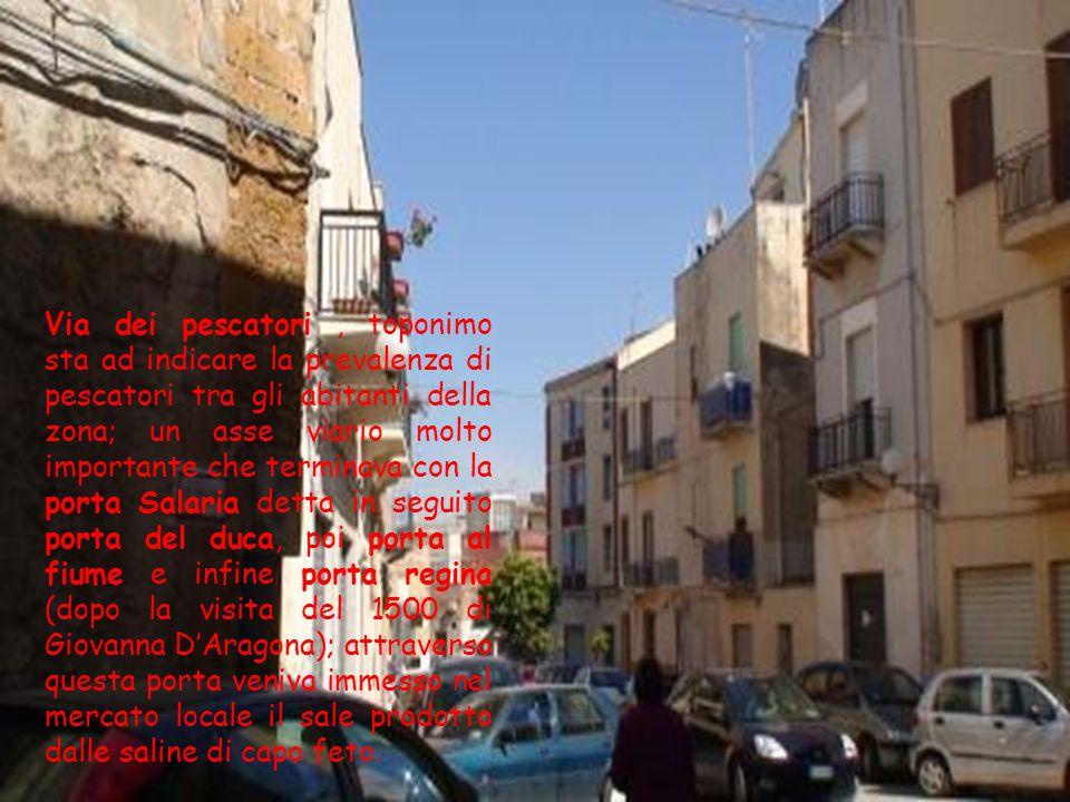 I cortili, eredità araba, erano aree a cielo aperto, a forma irregolare e senza porte; in essi potevano accedere gli abitanti degli edifici utilizzand