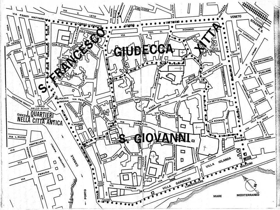 Via dellArco è confinante con il piano Maggiore e passa sotto il palazzo vescovile.
