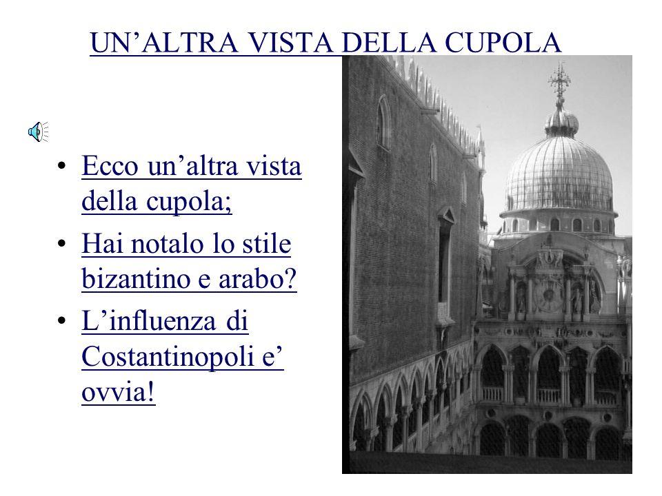 UNALTRA VISTA DEL CORTILE DEI DOGI Ora vedi la basilica; La cattedrale e connessa con il palazzo;La cattedrale e connessa con il palazzo; Politica e r