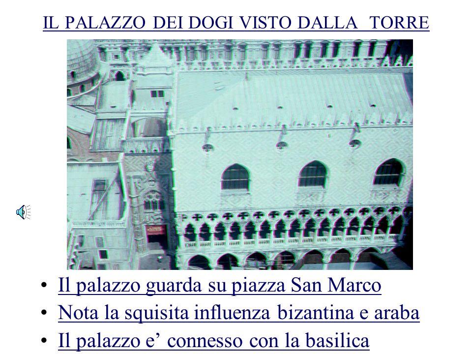IL PALAZZO DEI DOGI VISTO DALLA TORRE Il palazzo guarda su piazza San Marco Nota la squisita influenza bizantina e araba Il palazzo e connesso con la basilica