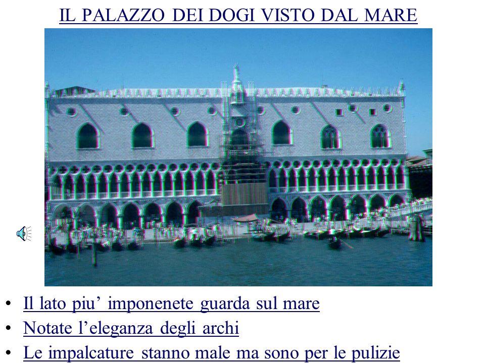 IL PALAZZO DEI DOGI VISTO DALLA TORRE Il palazzo guarda su piazza San Marco Nota la squisita influenza bizantina e araba Il palazzo e connesso con la