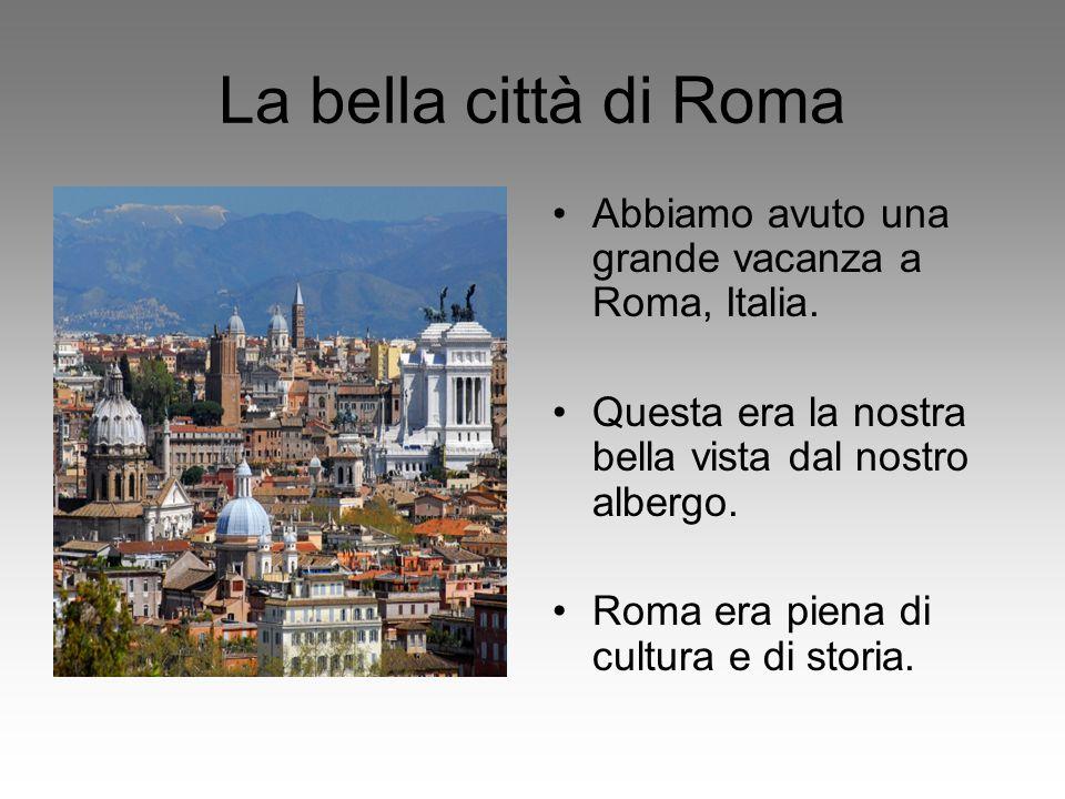 Visitare Roma Abbiamo camminato molto in città durante la nostra vacanza Abbiamo visto molte persone in bicicletta in città.