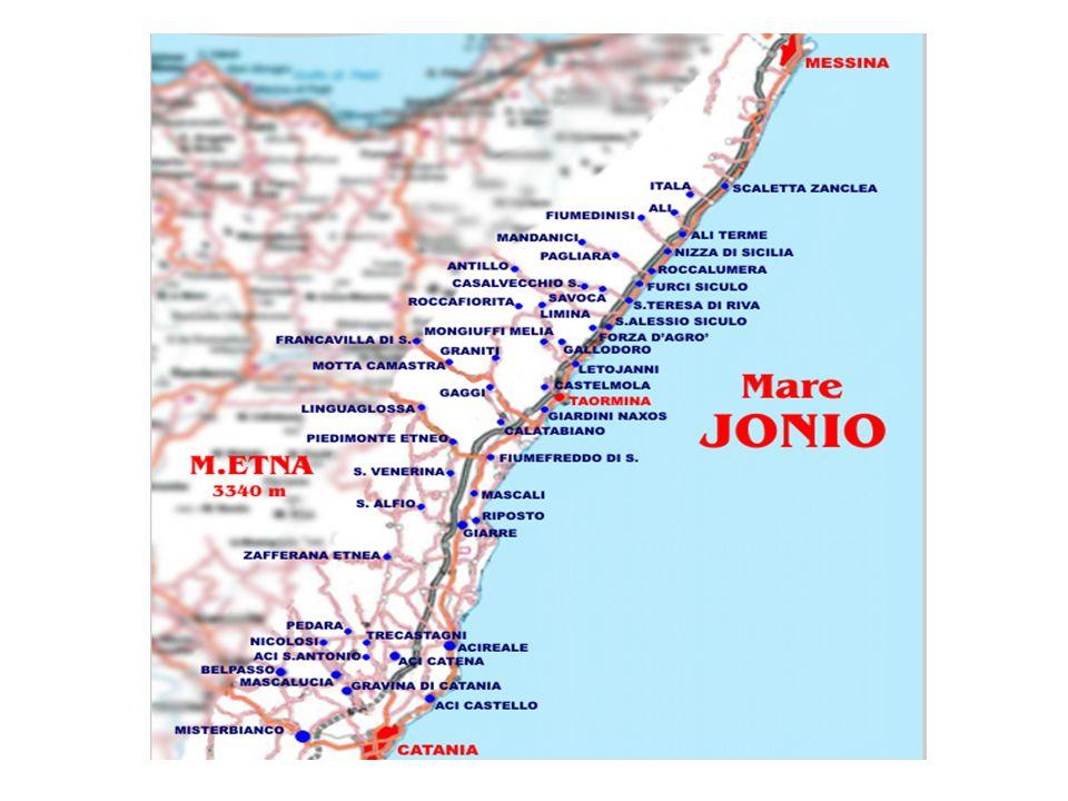 La zona è prevalentemente collinosa con coste per la maggior parte sabbiose, con le eccezioni di Capo Sant Alessio e di Capo Alì, dove la costa è alta e frastagliata.
