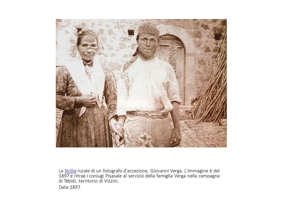 Sicilia rurale La Sicilia rurale di un fotografo d'eccezione, Giovanni Verga. L'immagine è del 1897 e ritrae i coniugi Pisasale al servizio della fami