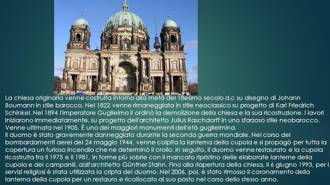Il Colosseo, originariamente conosciuto come Amphitheatrum Flavium (italiano: Anfiteatro Flavio) o semplicemente come Amphitheatrum, è il più grande a