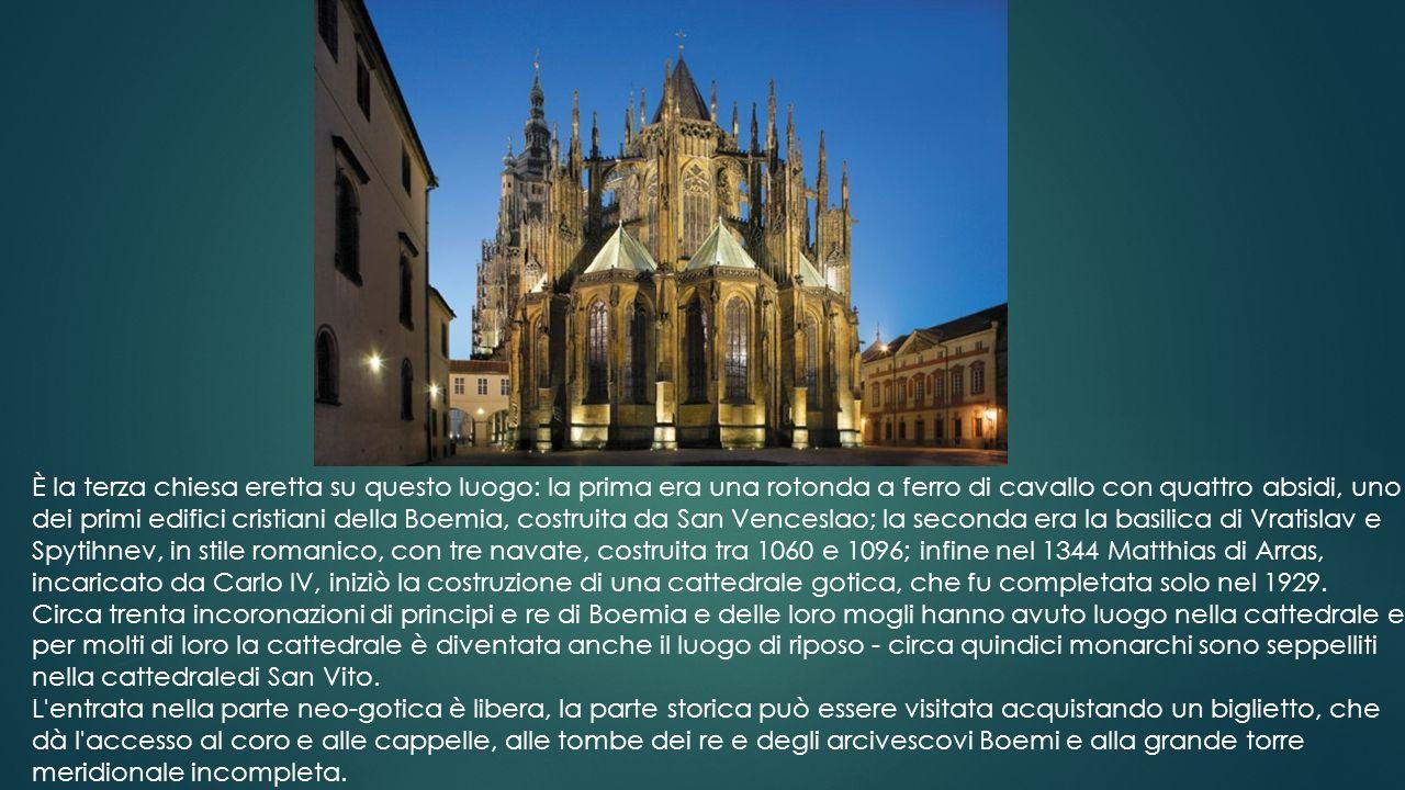 ll monumento alle Scoperte o Padrão dos Descobrimentos in portoghese, situato sulla riva del fiume Tago a Lisbona di fronte al Monastero dos Jerónimos