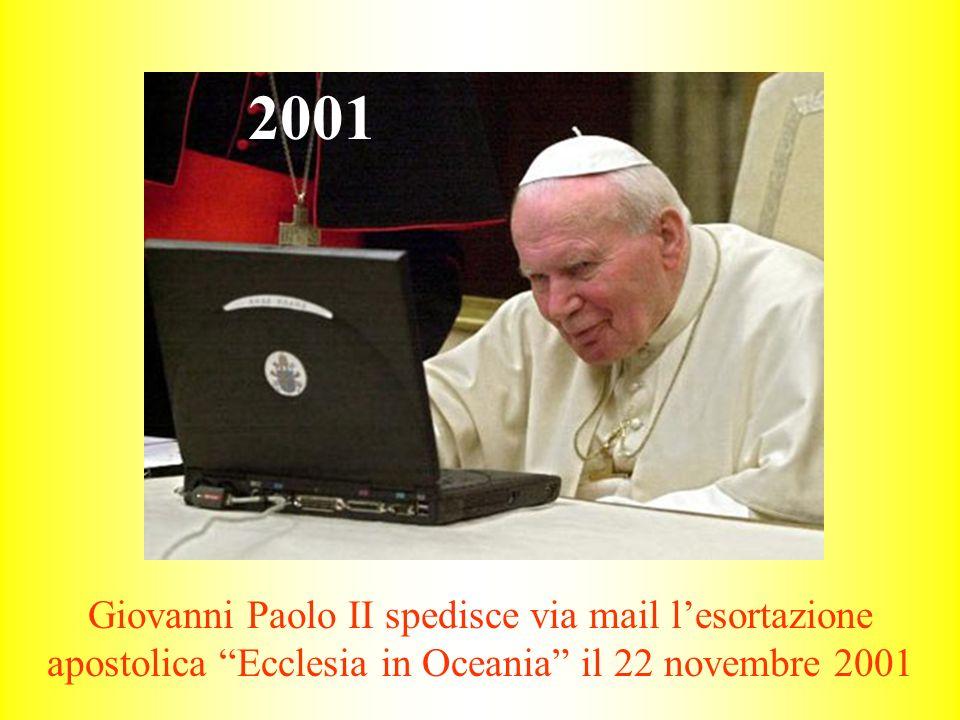 """Giovanni Paolo II spedisce via mail l'esortazione apostolica """"Ecclesia in Oceania"""" il 22 novembre 2001 2001"""