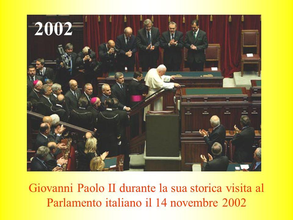 Giovanni Paolo II durante la sua storica visita al Parlamento italiano il 14 novembre 2002 2002