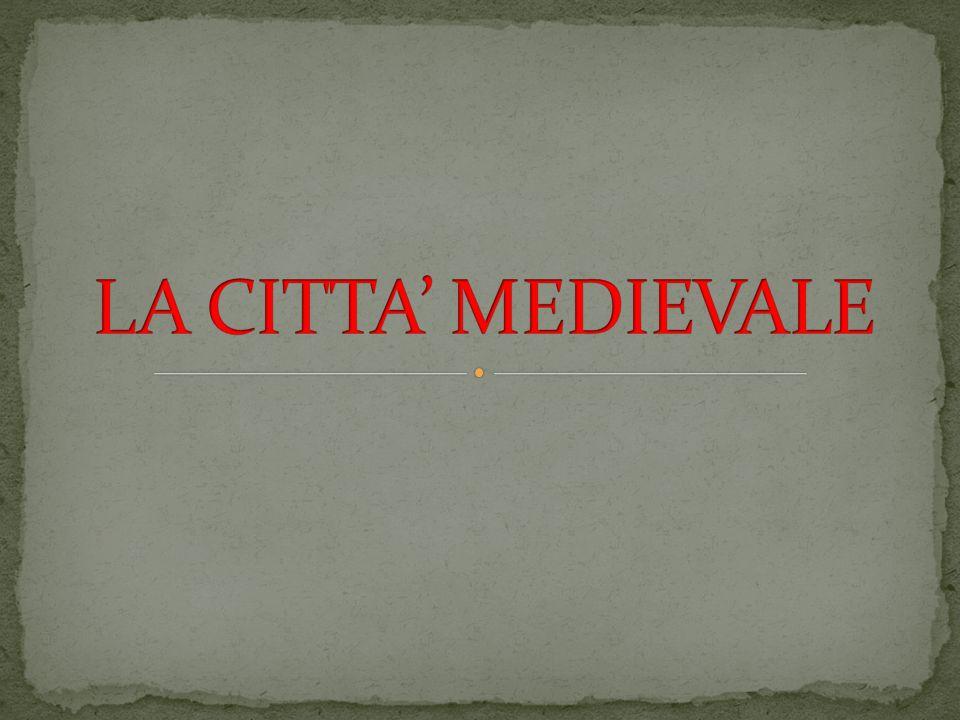 La città medievale era protetta da una o più cerchie di mura.
