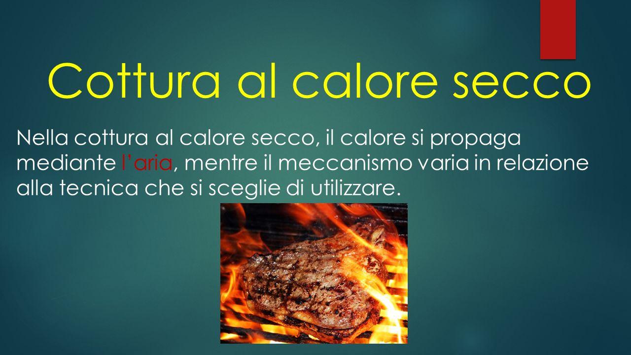 Cottura al calore umido Nelle cotture al calore umido, il calore si trasmette ai cibi per convezione e il mezzo e il mezzo attraverso il quale esso si