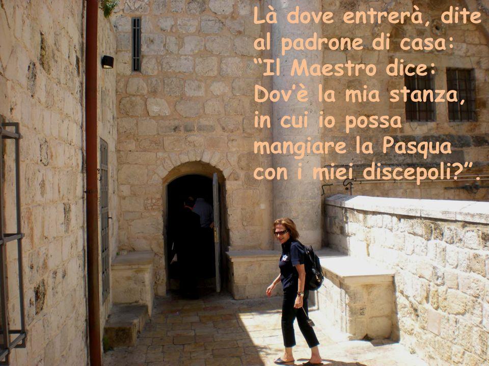"""Là dove entrerà, dite al padrone di casa: """"Il Maestro dice: Dov'è la mia stanza, in cui io possa mangiare la Pasqua con i miei discepoli?""""."""