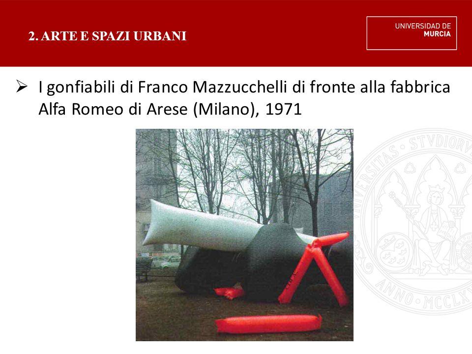 2. ARTE E SPAZI URBANI  I gonfiabili di Franco Mazzucchelli di fronte alla fabbrica Alfa Romeo di Arese (Milano), 1971