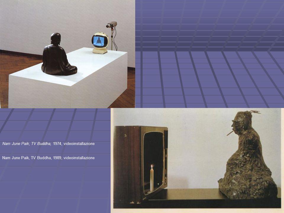 Nam June Paik, TV Buddha, 1974, videoinstallazione Nam June Paik, TV Buddha, 1989, videoinstallazione