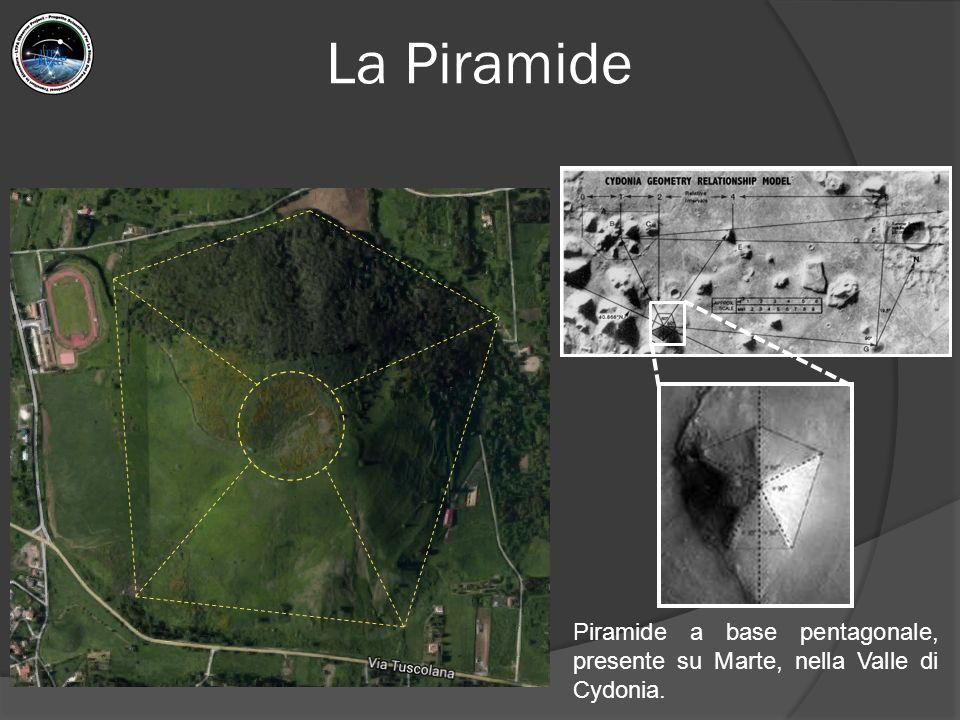 La Piramide Piramide a base pentagonale, presente su Marte, nella Valle di Cydonia.