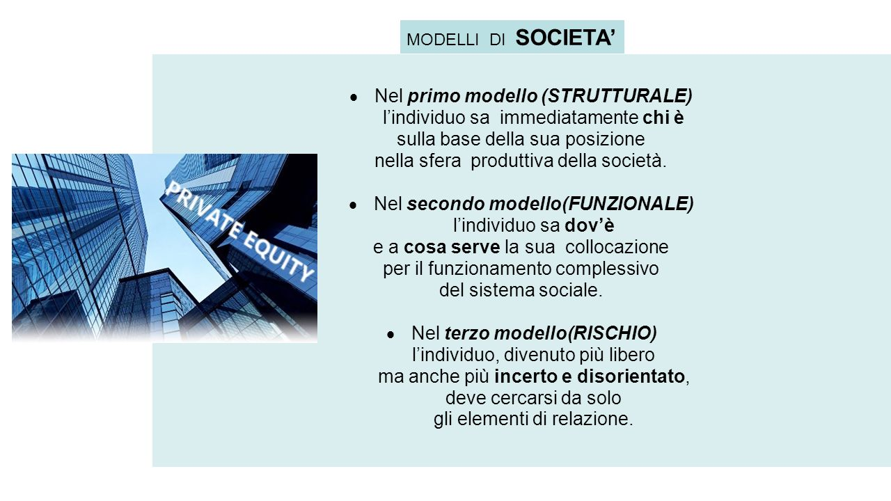  Nel primo modello (STRUTTURALE) l'individuo sa immediatamente chi è sulla base della sua posizione nella sfera produttiva della società.