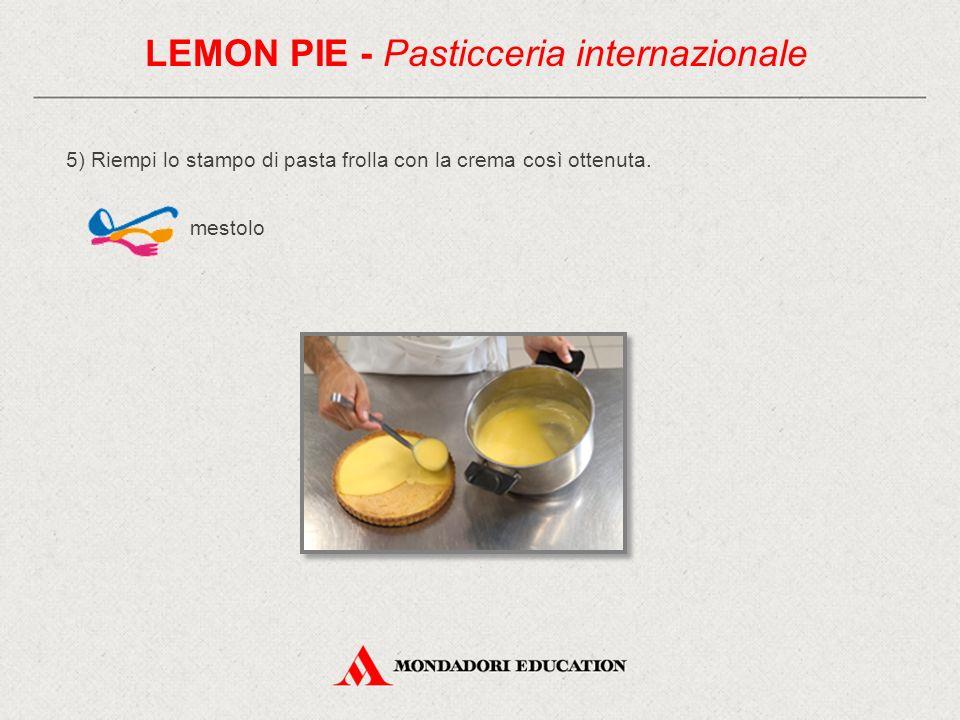 6) Guarnisci con fettine di limone pelato a vivo e buccia di limone tagliata in julienne e sbianchita.