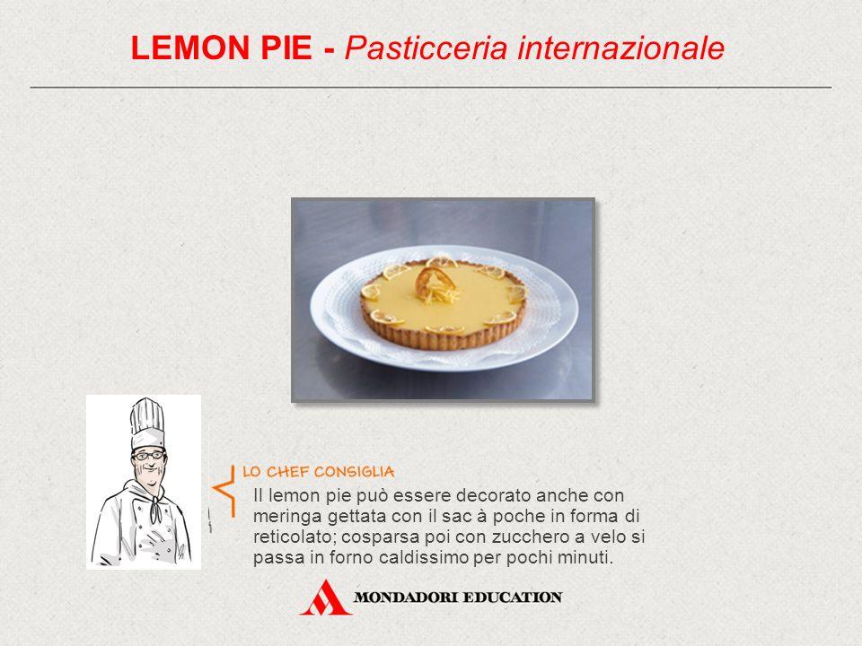 Il lemon pie può essere decorato anche con meringa gettata con il sac à poche in forma di reticolato; cosparsa poi con zucchero a velo si passa in forno caldissimo per pochi minuti.
