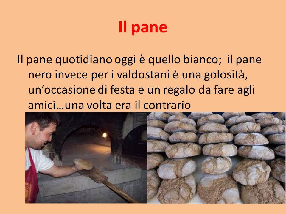 Il pane Il pane quotidiano oggi è quello bianco; il pane nero invece per i valdostani è una golosità, un'occasione di festa e un regalo da fare agli a