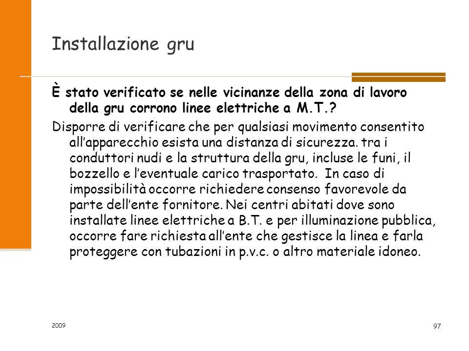 2009 97 Installazione gru È stato verificato se nelle vicinanze della zona di lavoro della gru corrono linee elettriche a M.T.? Disporre di verificare