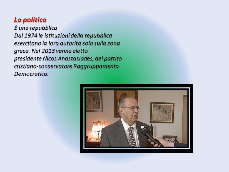 La politica È una repubblica Dal 1974 le istituzioni della repubblica esercitano la loro autorità solo sulla zona greca. Nel 2013 venne eletto preside